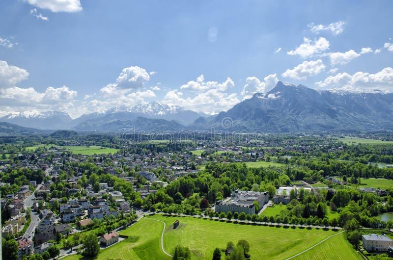 Vista aérea panorámica del centro histórico y arquitectura de Salzburg, Austria fotos de archivo