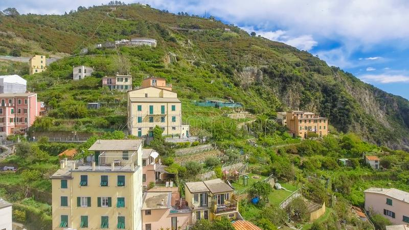 Vista aérea panorámica hermosa de Riomaggiore, Cinque Terre - I foto de archivo libre de regalías