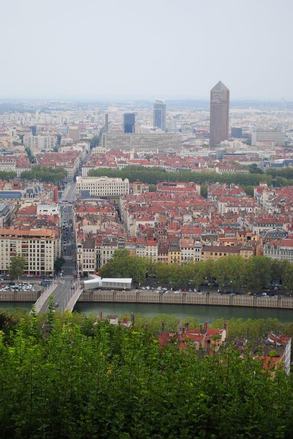 A vista aérea panorâmico vertical em Lyon do monte de Basilique de Fourviere lyon france fotografia de stock royalty free