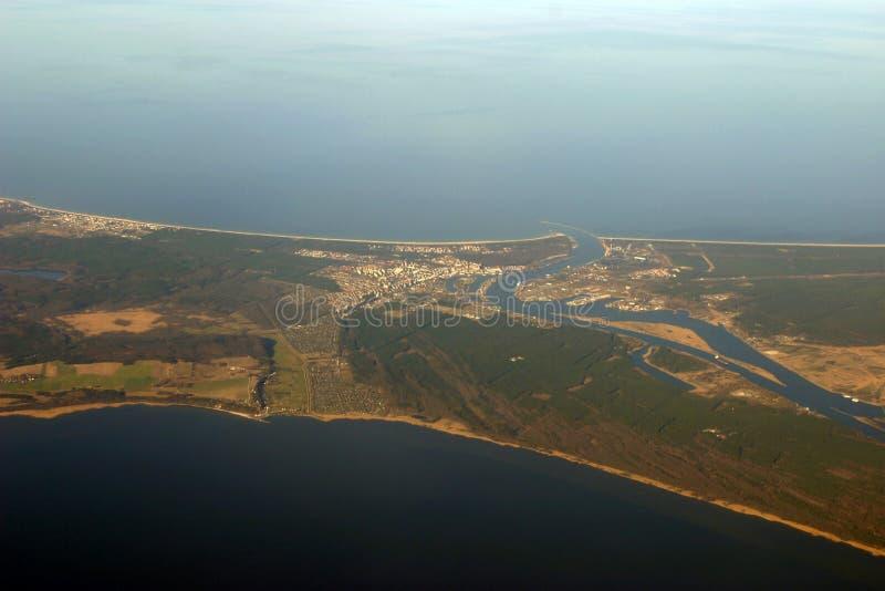 Vista aérea - rio e oceano fotos de stock royalty free