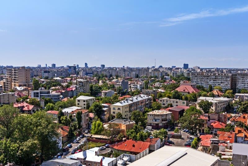Vista aérea sobre casas e planos de Bucareste. fotografia de stock royalty free