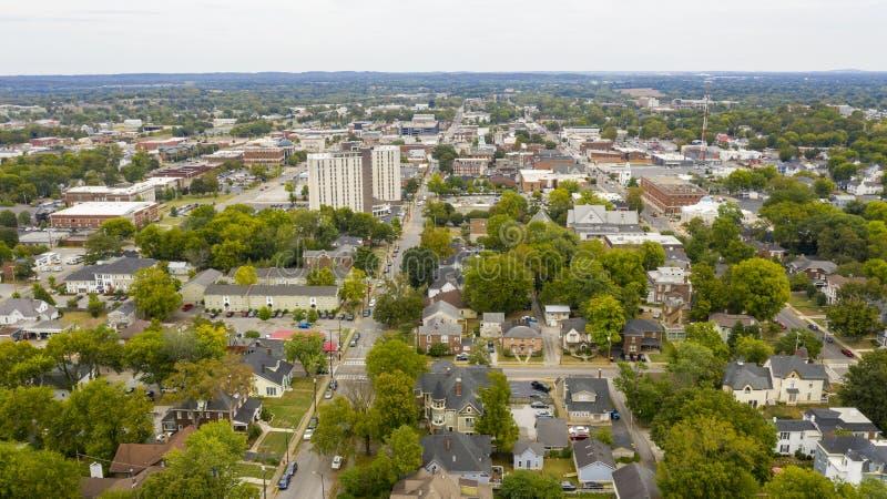 Vista aérea sobre o dia coberto na área urbana central de Bowling Green Kentucky fotografia de stock royalty free