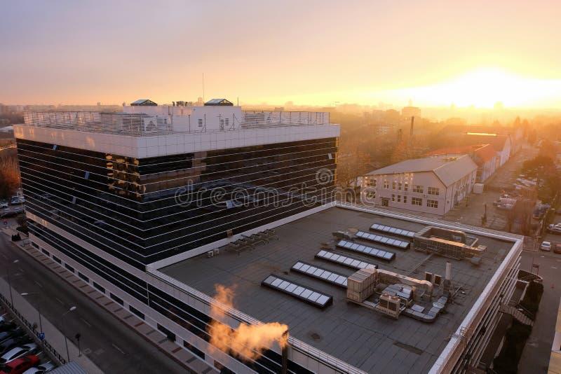Vista aérea sobre o distrito de Pipera, um negócio e a área urbana industrial no desenvolvimento e na expansão contínuos fotos de stock royalty free
