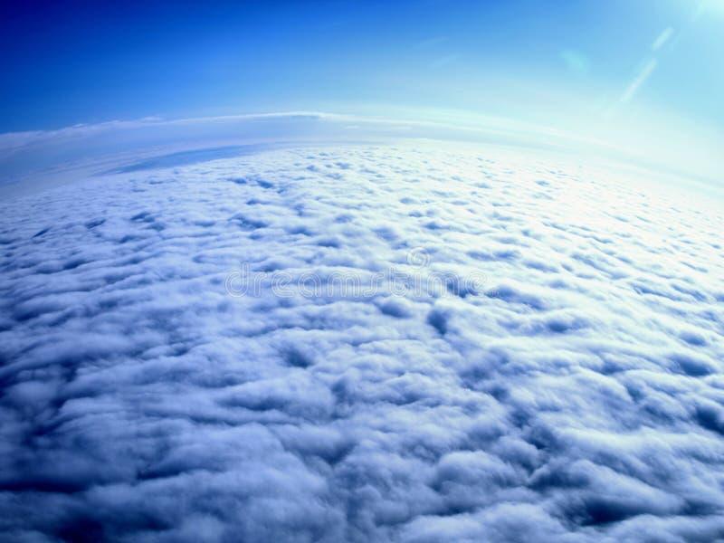Vista aérea - terra coberta nas nuvens foto de stock royalty free