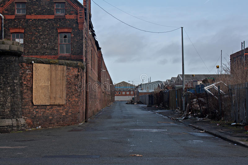 Vista abaixo da estrada abandonada imagem de stock