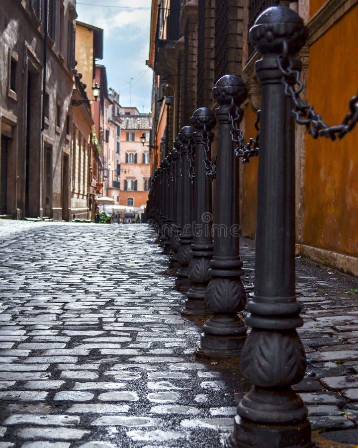 Vista abaixo da rua fotos de stock royalty free