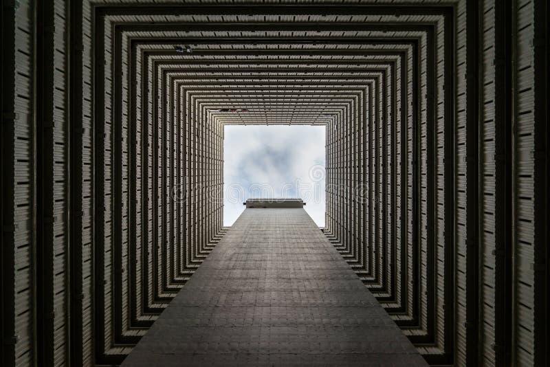 Vista acima em prédios de apartamentos imagem de stock