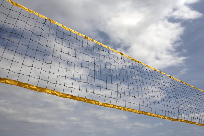 Vista acima na rede do voleibol fotos de stock royalty free