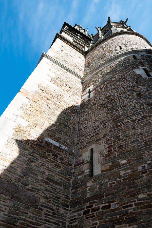 Vista acima na torre de igreja velha fotografia de stock royalty free