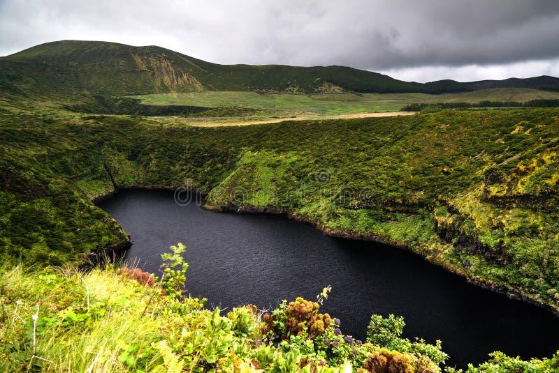 Vista aerea al lago Comprida, isola del Flores, Azzorre portugal fotografia stock libera da diritti