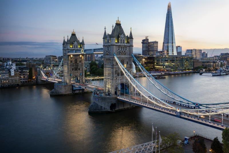 Vista aerea al ponte iconico della torre a Londra, Regno Unito immagine stock libera da diritti