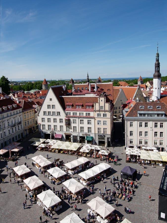Vista aerea al quadrato di municipio a Tallinn, Estonia fotografie stock