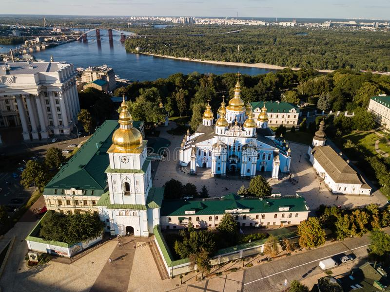Vista aerea al san Michael Golden Domed Cathedral nel centro di Kyiv, Ucraina fotografia stock libera da diritti
