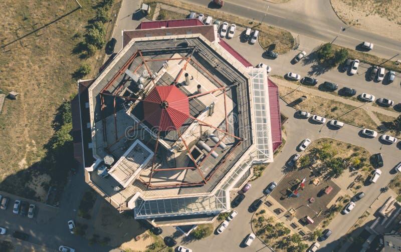 Vista aerea alta vicina degli appartamenti piani della casa nell'area di lusso f immagini stock