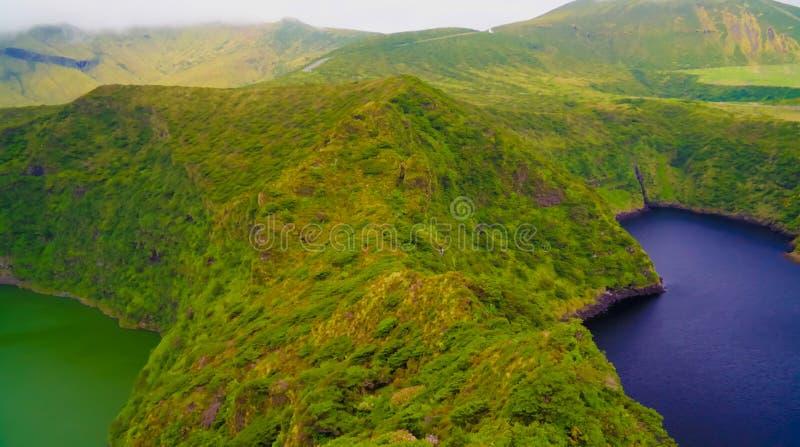 Vista aerea a Comprida ed ai laghi Negra, isola del Flores, Azzorre portugal fotografie stock libere da diritti