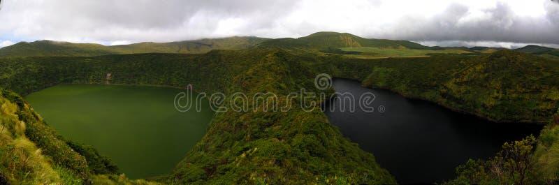 Vista aerea a Comprida ed ai laghi Negra, isola del Flores, Azzorre portugal immagini stock libere da diritti
