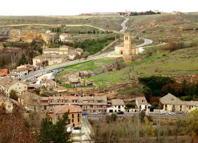 Vista aerea con la chiesa di Templar dei cavalieri di Vera Cruz veduta dall'alcazar di Segovia fotografia stock