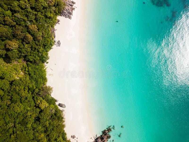 Vista aerea da un fuco di bella isola di Nyaung Oo Phee sulla s fotografia stock