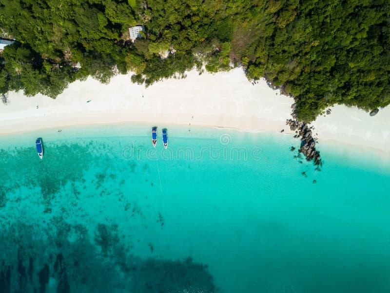Vista aerea da un fuco di bella isola di Nyaung Oo Phee sulla s fotografia stock libera da diritti