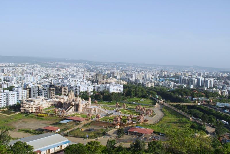 Vista aerea dalla collina, Pune, maharashtra, India del tempio di Swaminarayan fotografie stock libere da diritti