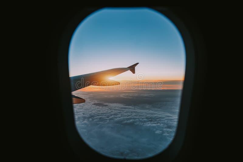 Vista aerea dalla finestra dell'aereo di aria immagini stock libere da diritti