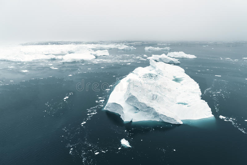 Vista aerea degli iceberg enormi in Groenlandia fotografia stock libera da diritti