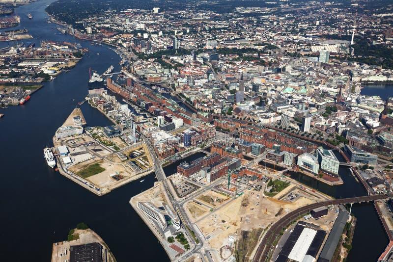 Vista aerea dei distretti di Hafencity e di Speicherstadt a Amburgo immagine stock libera da diritti