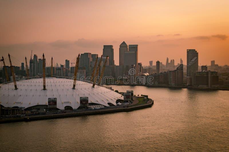 Vista aerea dei Docklands al tramonto, Londra, Inghilterra immagini stock