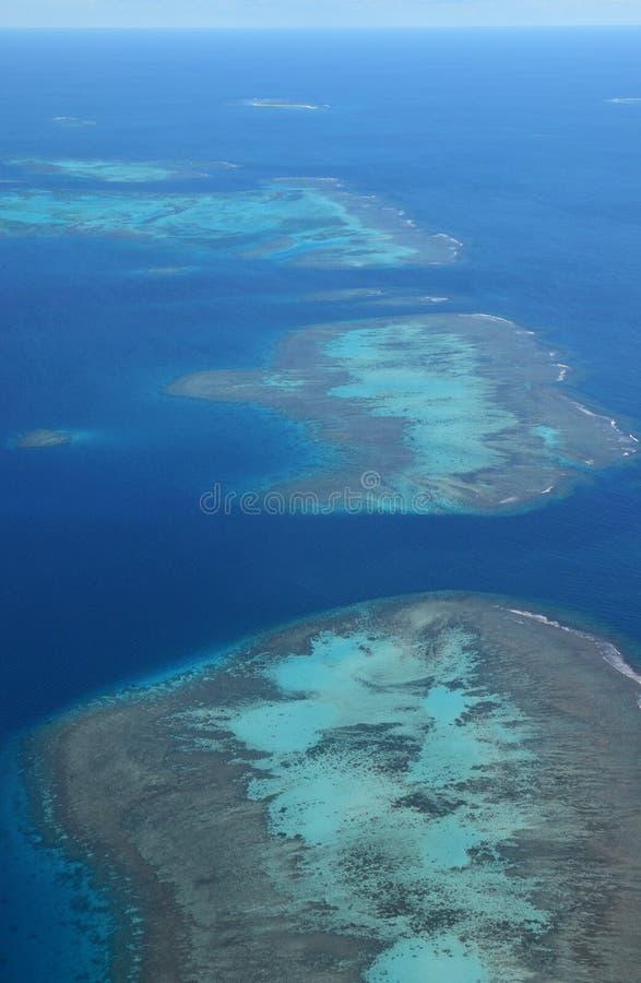 Vista aerea dei perni vicini del DES di Ile di fenomeno dell'atollo della laguna, Nuova Caledonia immagine stock libera da diritti
