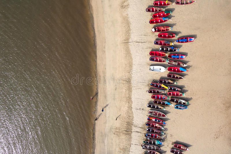 Vista aerea dei pescherecci in spiaggia di Tarrafal a Santiago islan immagine stock libera da diritti