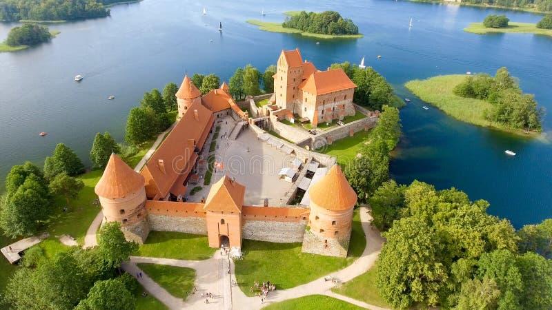 Vista aerea del castello di Trakai, Lituania fotografie stock libere da diritti