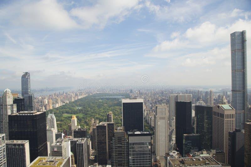 Vista aerea del Central Park dalla cima della piattaforma di osservazione della roccia al centro di Rockefeller a New York fotografia stock libera da diritti