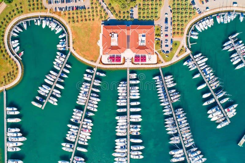 Vista aerea del club e del porticciolo di navigazione da diporto fotografia stock