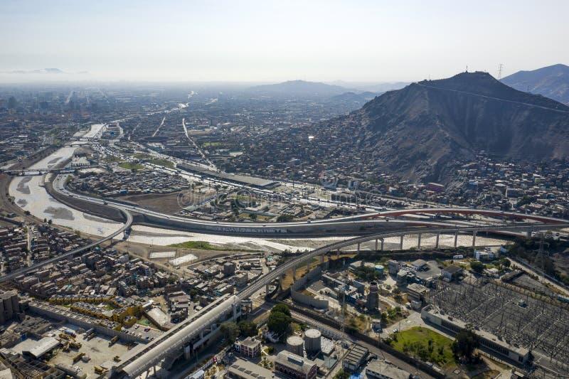 Vista aerea del distretto di EL Agustino con le strade principali urbane fotografia stock