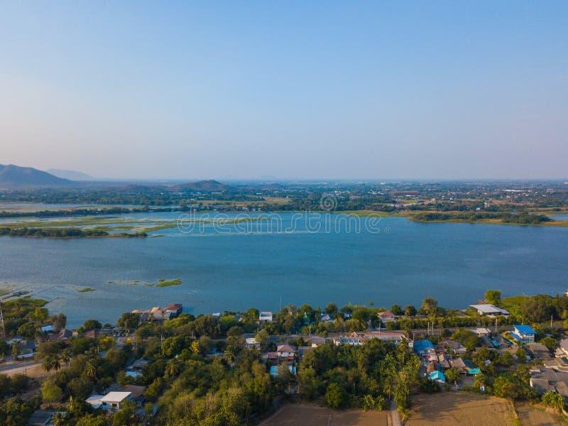 Vista aerea del fiume in citt? immagini stock libere da diritti
