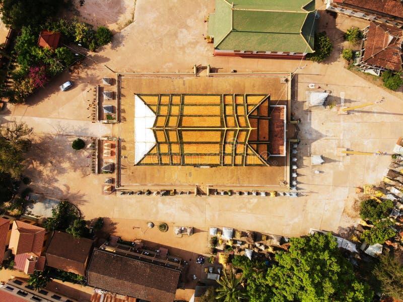 Vista aerea del fuco di un tempio del cambodian di traditionnal fotografie stock