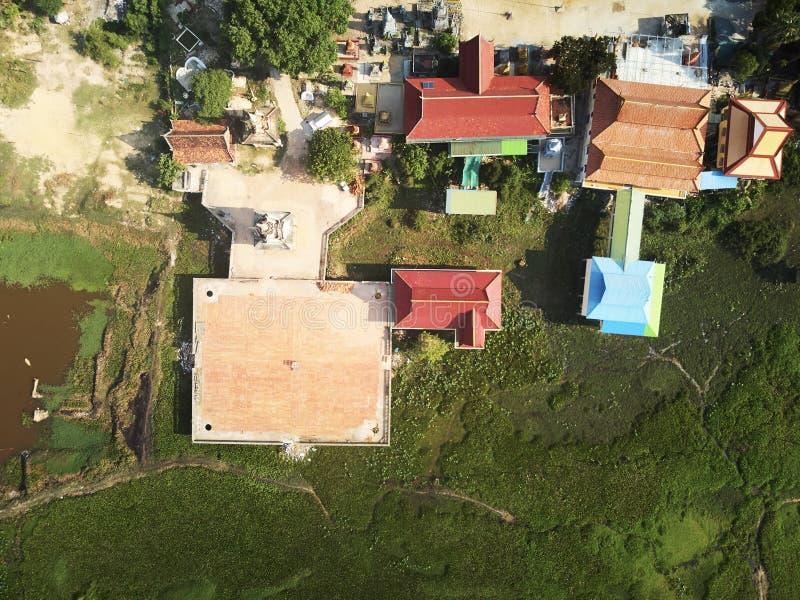 Vista aerea del fuco di un tempio del cambodian di traditionnal fotografia stock libera da diritti