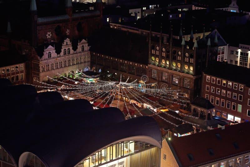 Vista aerea del mercato di natale della vasca di tintura del ¼ di LÃ alla notte fotografie stock