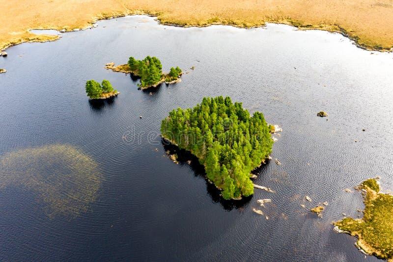 Vista aerea del Na Leabhar di Mhin Leic del lago - il Lough di Meenlecknalore - vicino a Dungloe in contea il Donegal, Irlanda fotografie stock libere da diritti