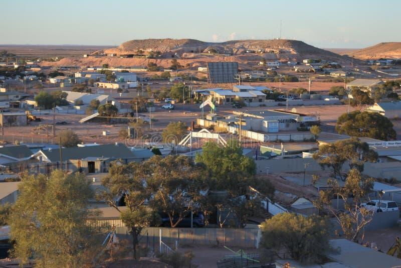 Vista aerea del paesaggio della città di Coober Pedy in Australia Meridionale immagine stock libera da diritti