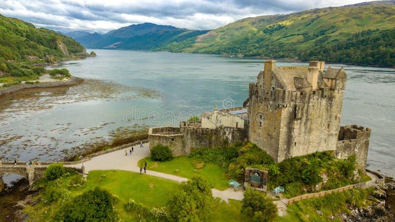 Vista aerea del paesaggio della Scozia degli altopiani del castello di Eilean immagine stock