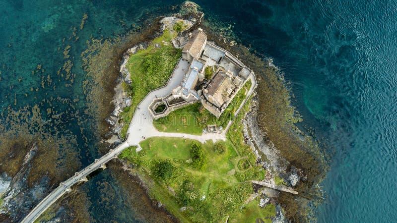 Vista aerea del paesaggio della Scozia degli altopiani del castello di Eilean fotografie stock