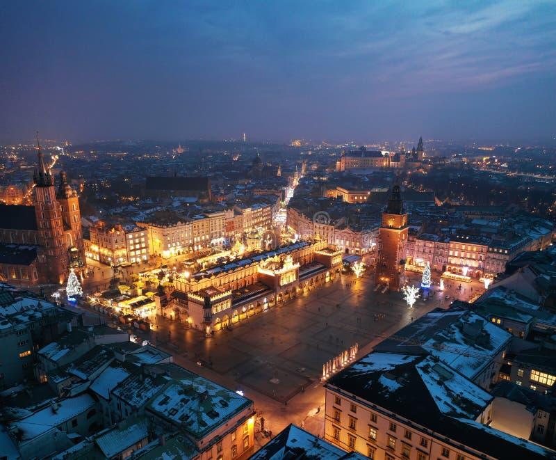 Vista aerea del quadrato del mercato a Cracovia, Polonia alla notte fotografie stock