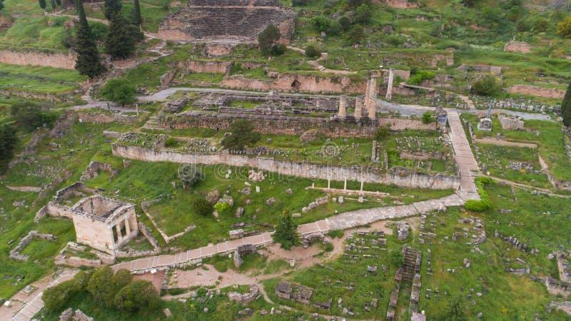 Vista aerea del sito archeologico di Delfi antica, sito del tempio di Apollo e di Oracle, Grecia immagine stock libera da diritti