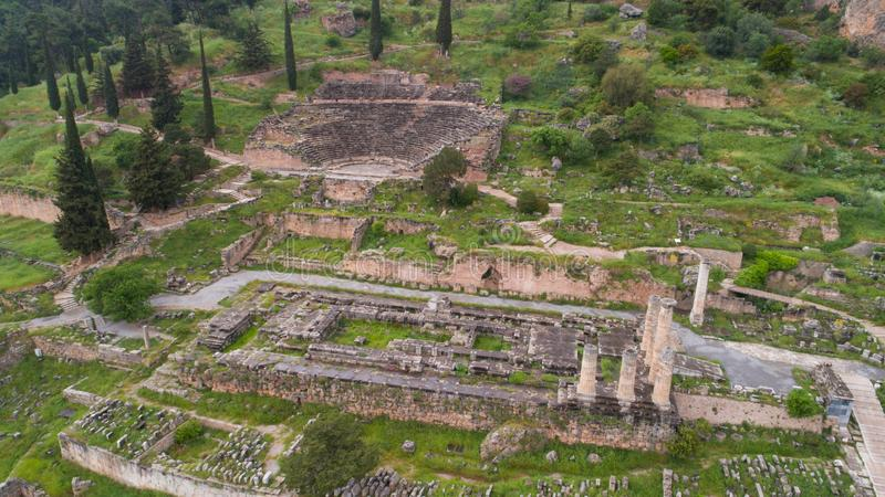 Vista aerea del sito archeologico di Delfi antica, sito del tempio di Apollo e di Oracle, Grecia fotografia stock
