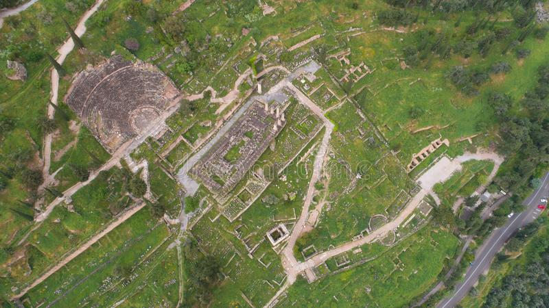 Vista aerea del sito archeologico di Delfi antica, sito del tempio di Apollo e di Oracle, Grecia fotografie stock libere da diritti