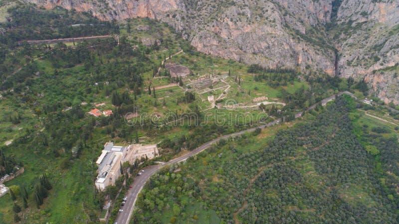 Vista aerea del sito archeologico di Delfi antica, sito del tempio di Apollo e di Oracle, Grecia fotografie stock