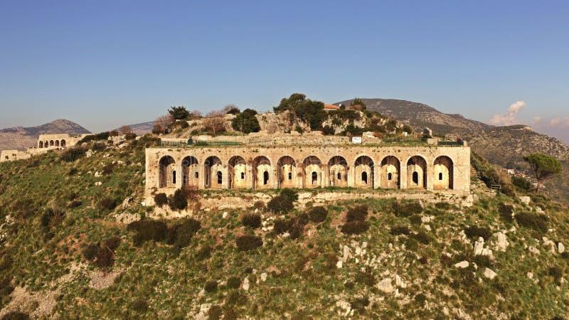 Vista aerea del tempio antico di Jupiter Anxur in Terracina, Italia fotografia stock