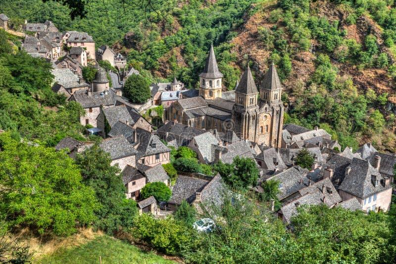 Vista aerea del villaggio di Conques in Francia del sud immagini stock
