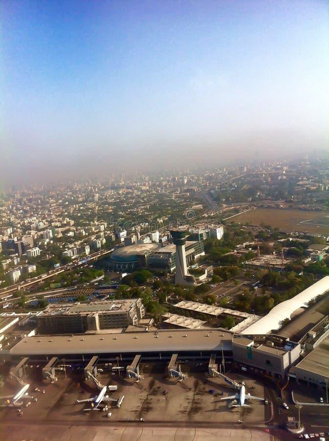 Vista aerea dell'aeroporto domestico di Mumbai immagini stock libere da diritti